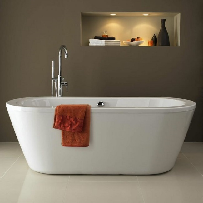 Tub In Middle Of Bathroom