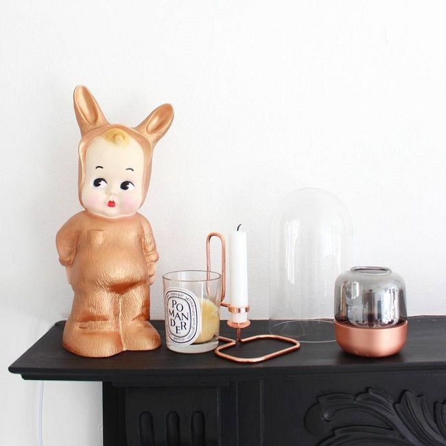copper living room, lapin and me lamp