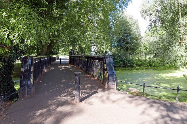 clissold park. bridge and waterways