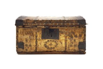 track down vintage storage trunks