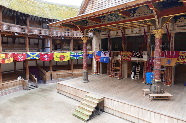 shakespeares globe guided tour london, stage